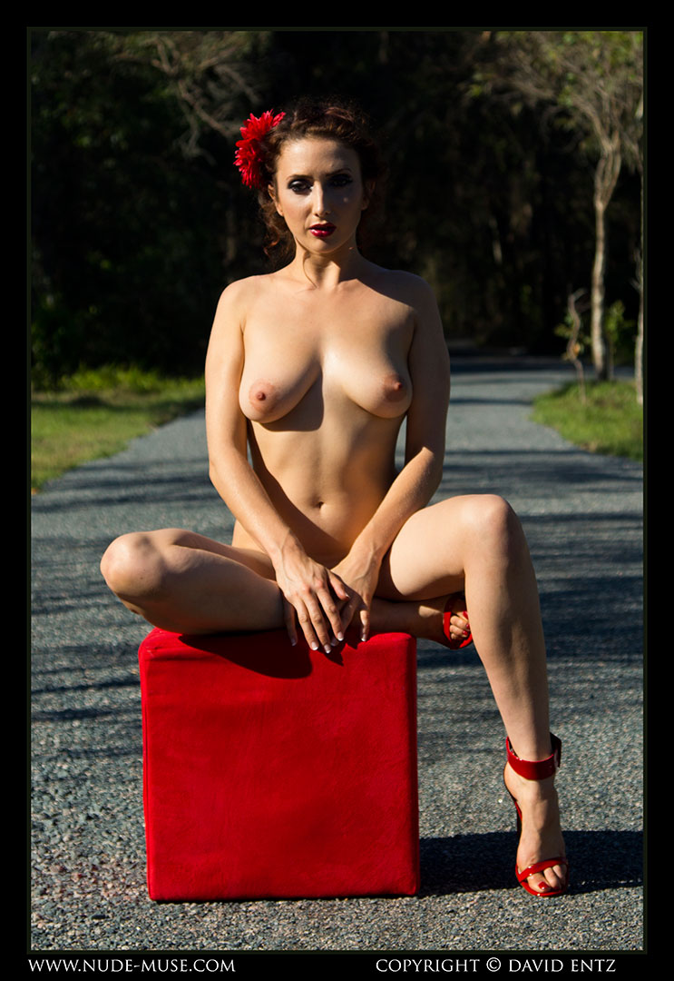nude-muse_anoush_red009