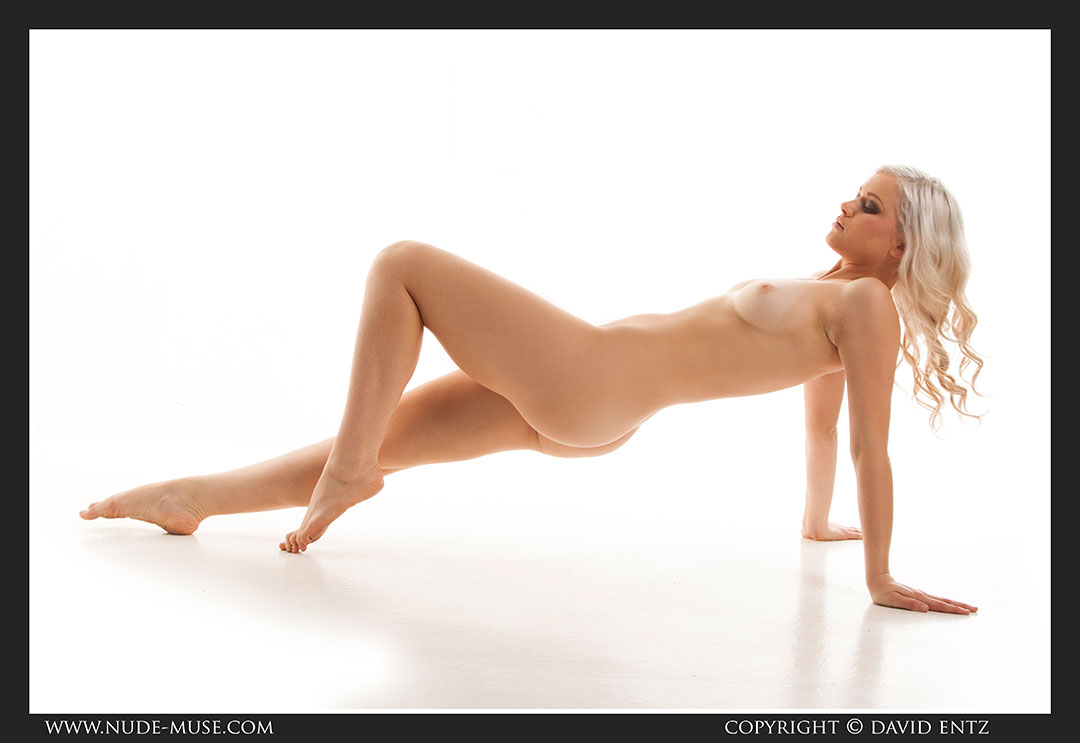 nude-muse_charlie-v_nude_symmetry031