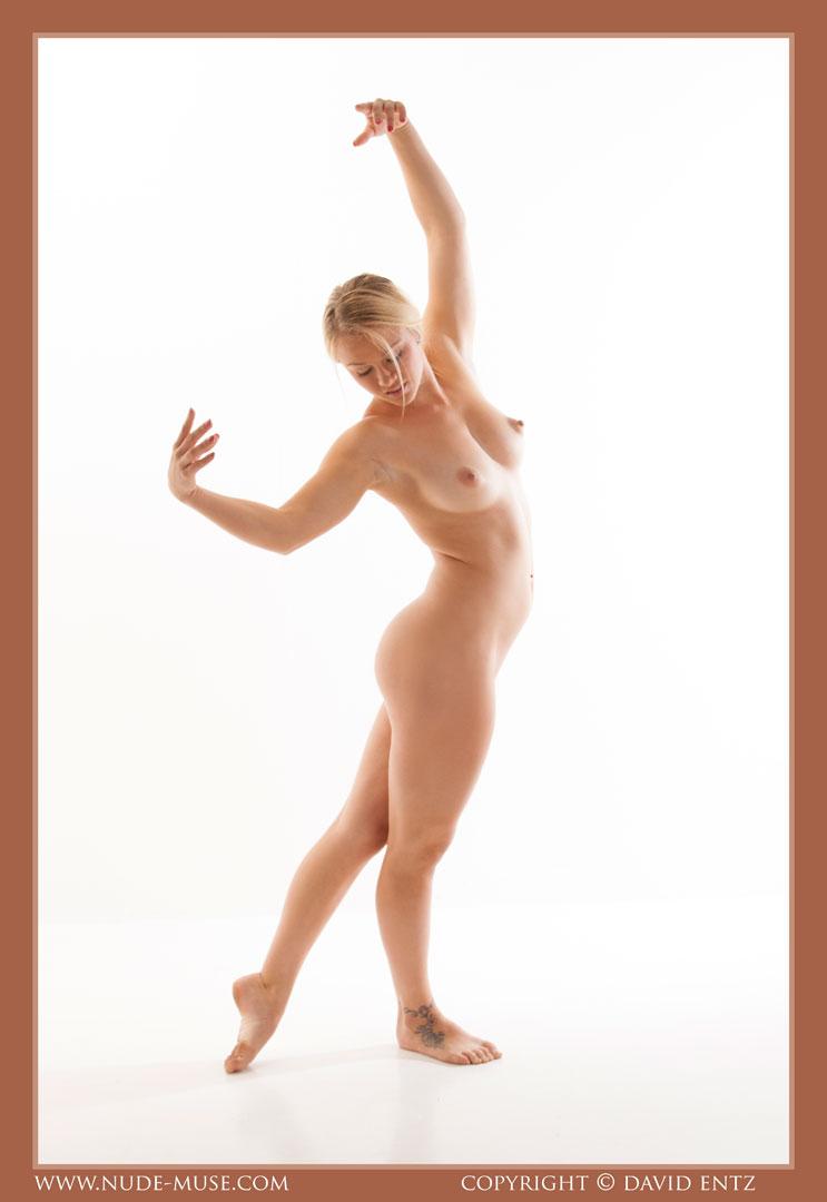 nude-muse_harper_total_nudity011