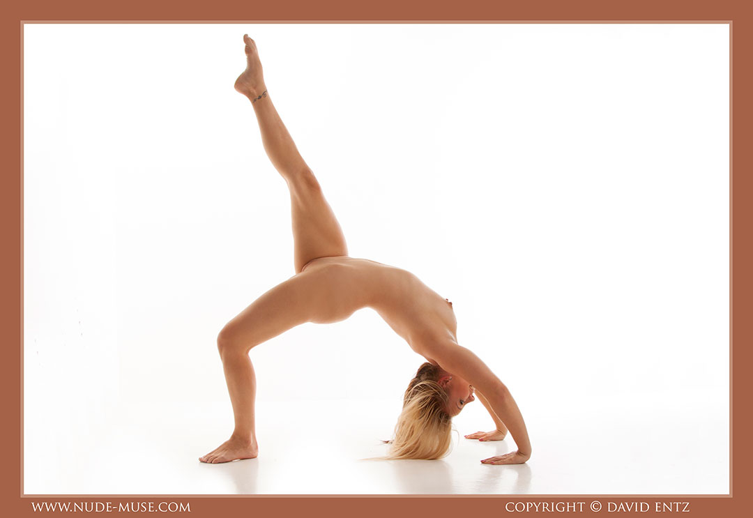 nude-muse_harper_total_nudity078