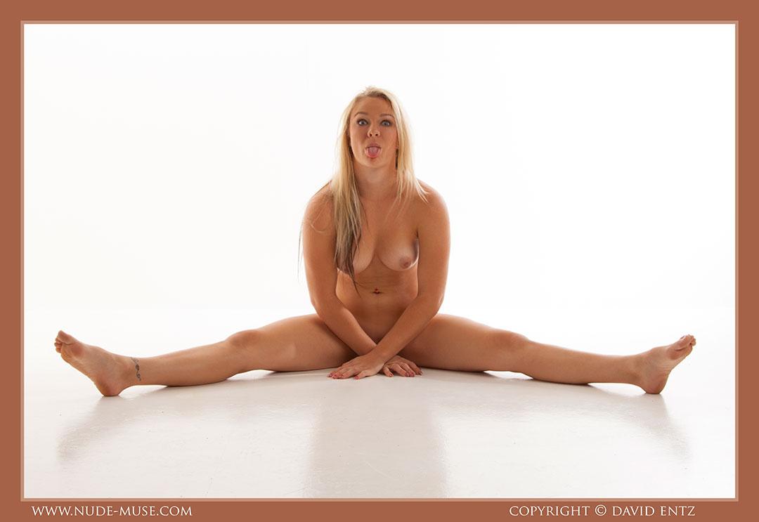 nude-muse_harper_total_nudity094