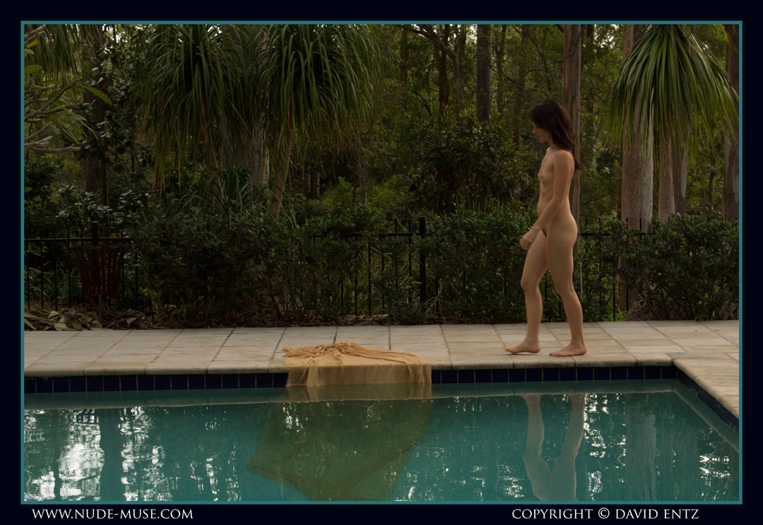 nude-muse_lilly-rae_swimming_pool001