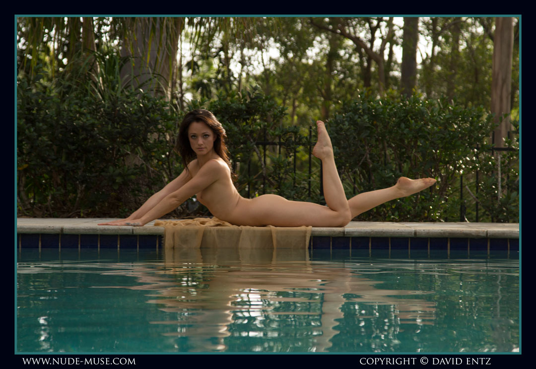 nude-muse_lilly-rae_swimming_pool010