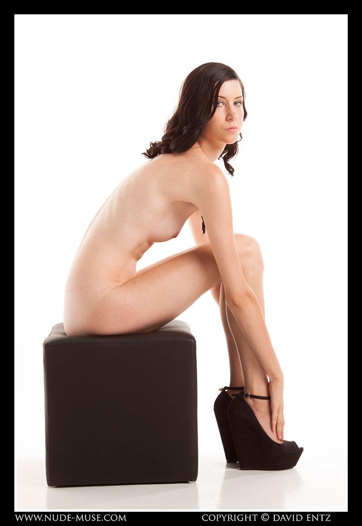 nude-muse_natalia_black_cube003