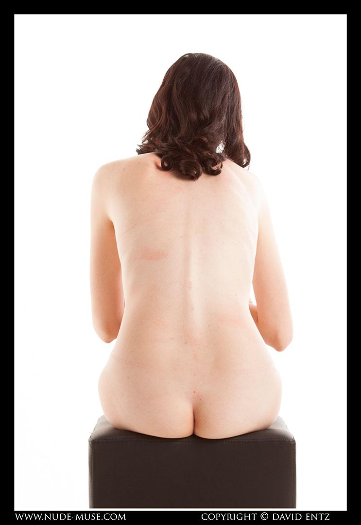 nude-muse_natalia_black_cube013