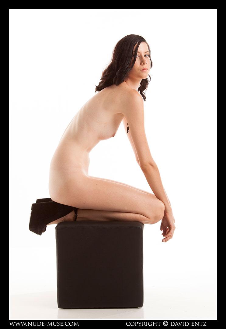 nude-muse_natalia_black_cube031