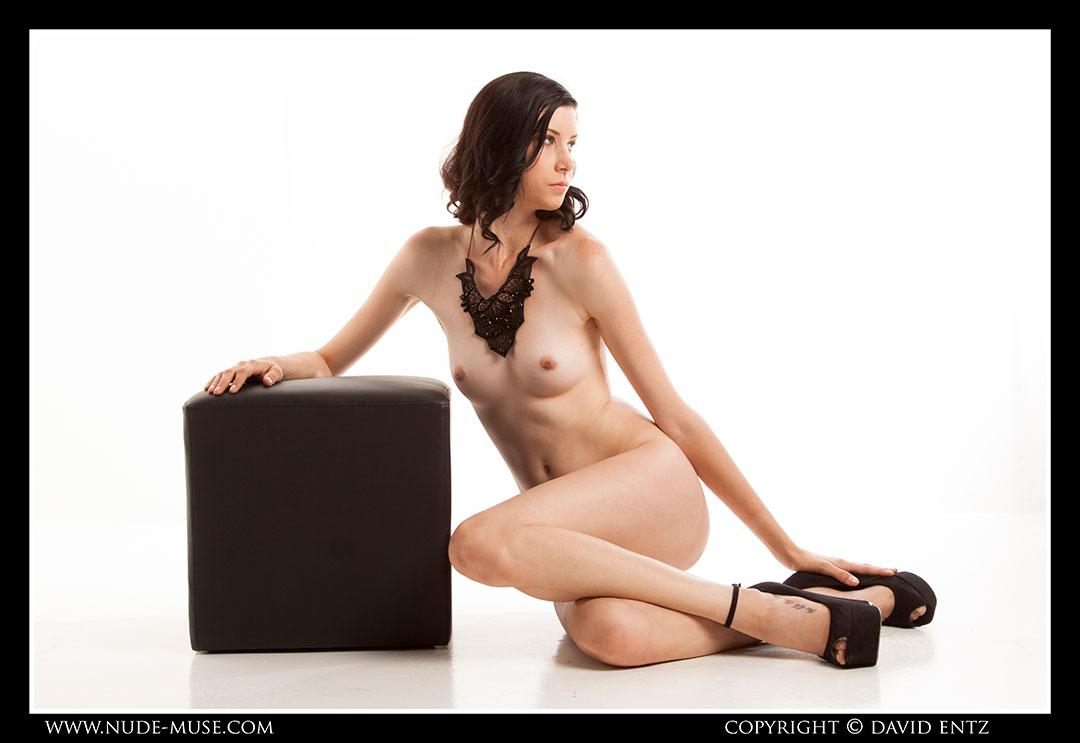 nude-muse_natalia_black_cube041