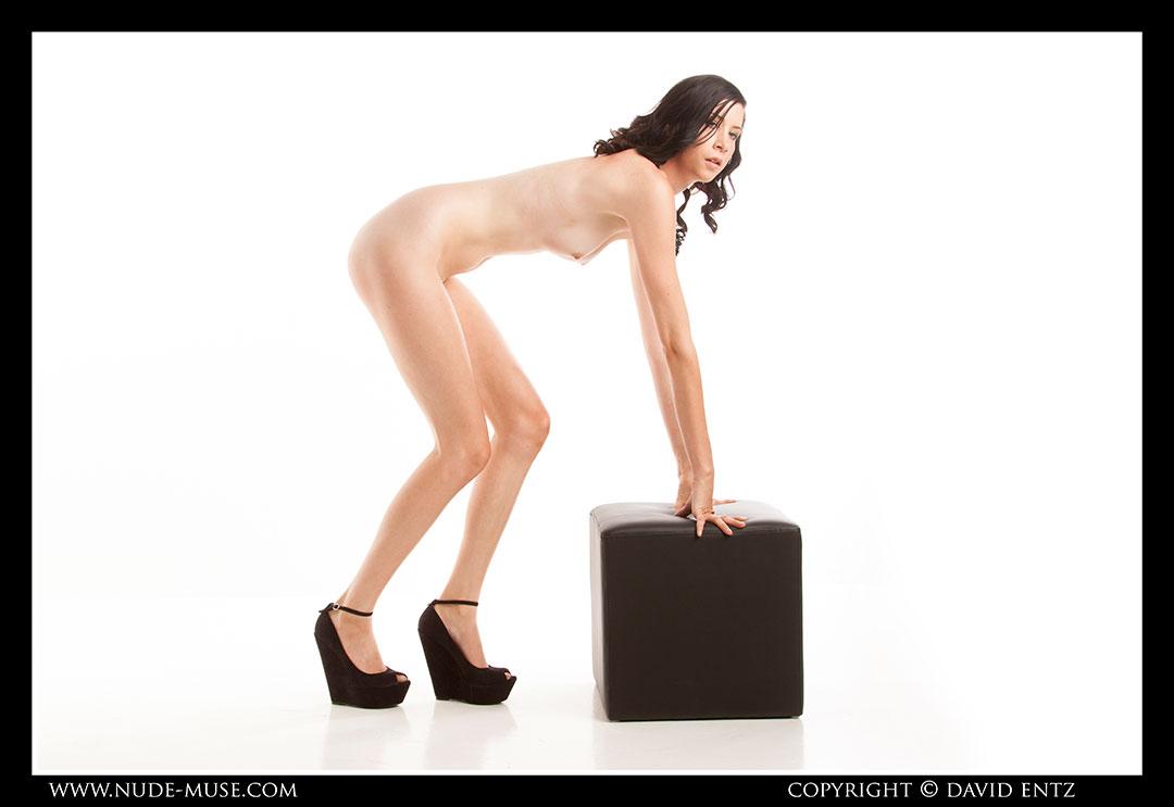 nude-muse_natalia_black_cube081