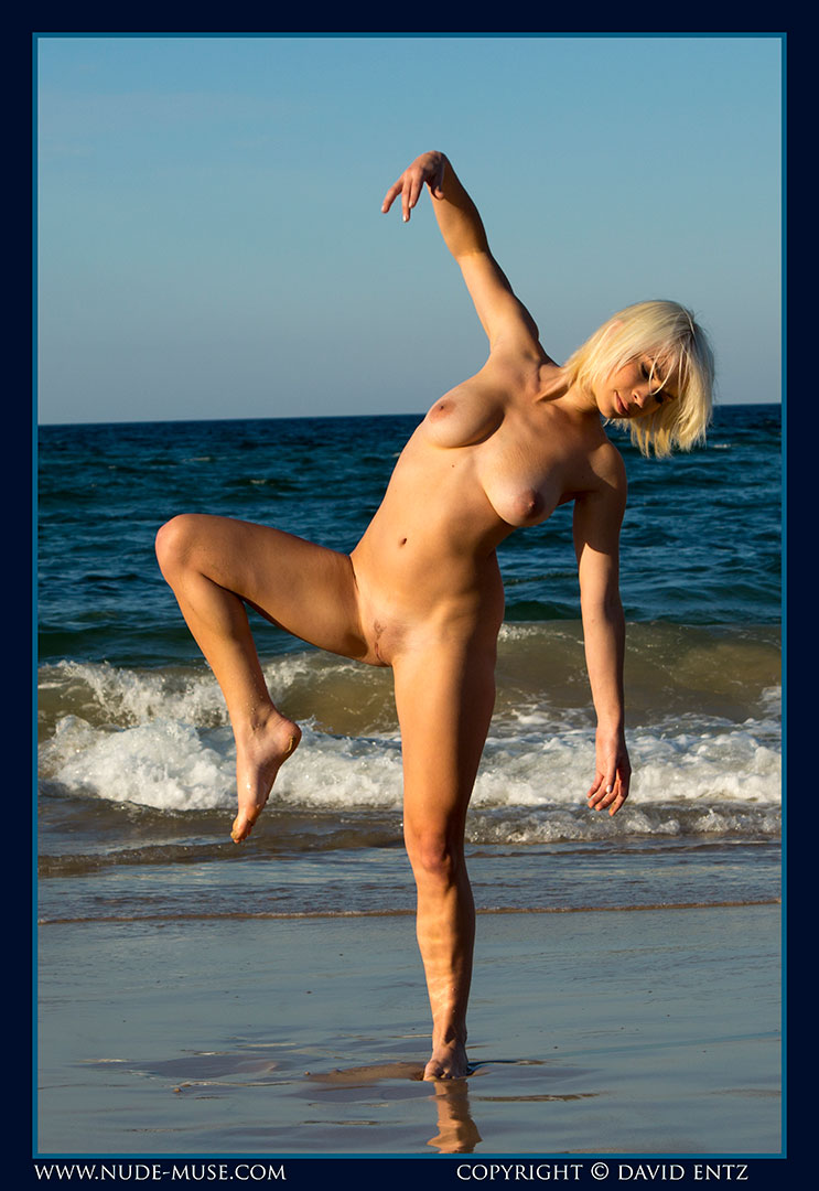 nude-muse_winter_seaside072