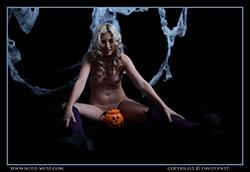nude-muse_zoe_halloween_nude_vid_thm