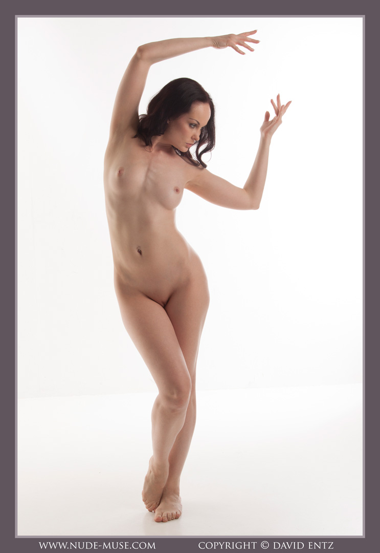 nude-muse_anne_only_the_nude014
