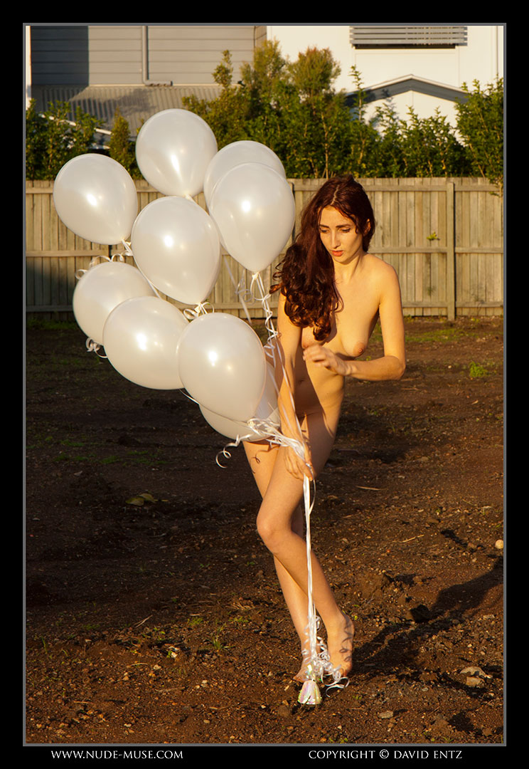 nude-muse_anoush_white_balloons037