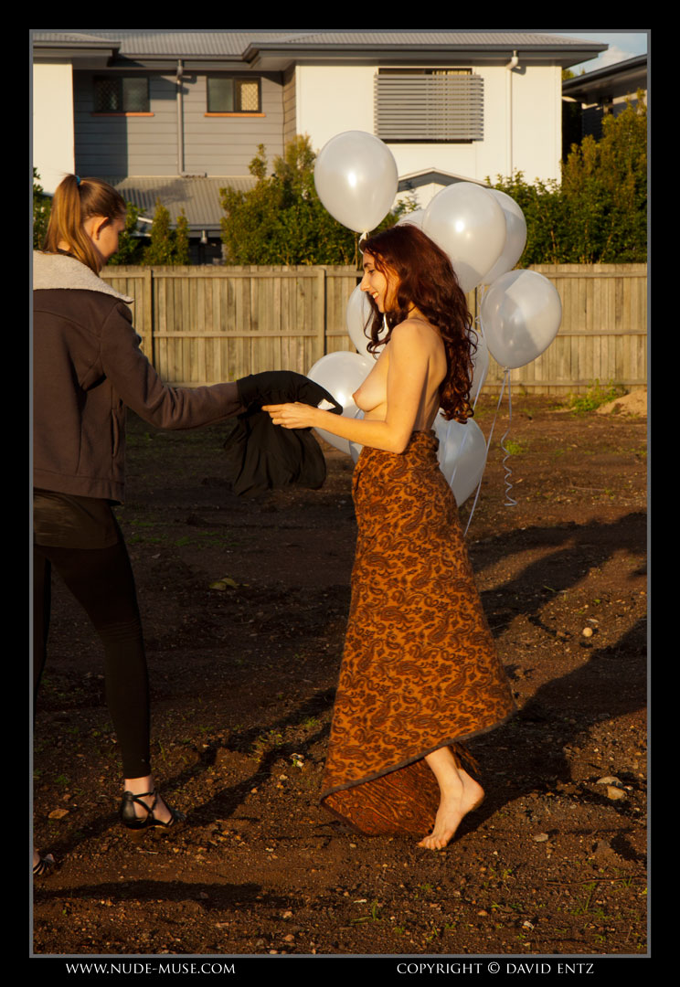 nude-muse_anoush_white_balloons073