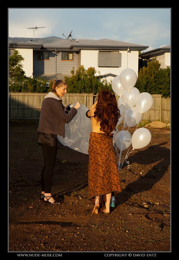 nude-muse_anoush_white_balloons076