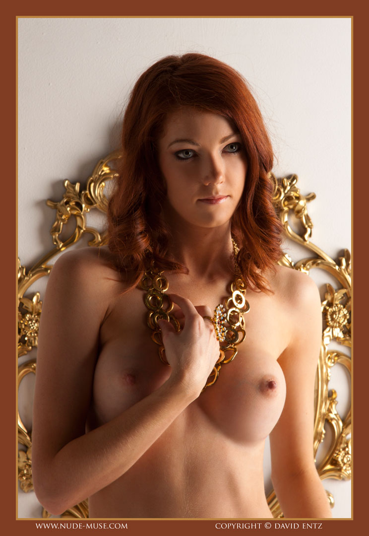 nude-muse_ashly-bell_golden_muse012