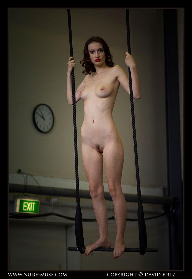 nude-muse_moofy_nude_circus006