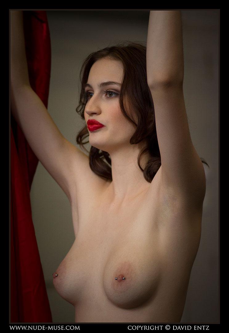 nude-muse_moofy_nude_circus055