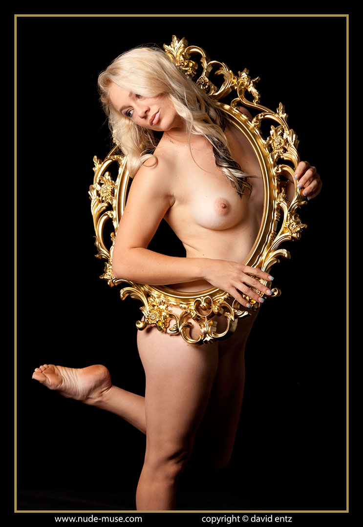 nude-muse_harper_golden012