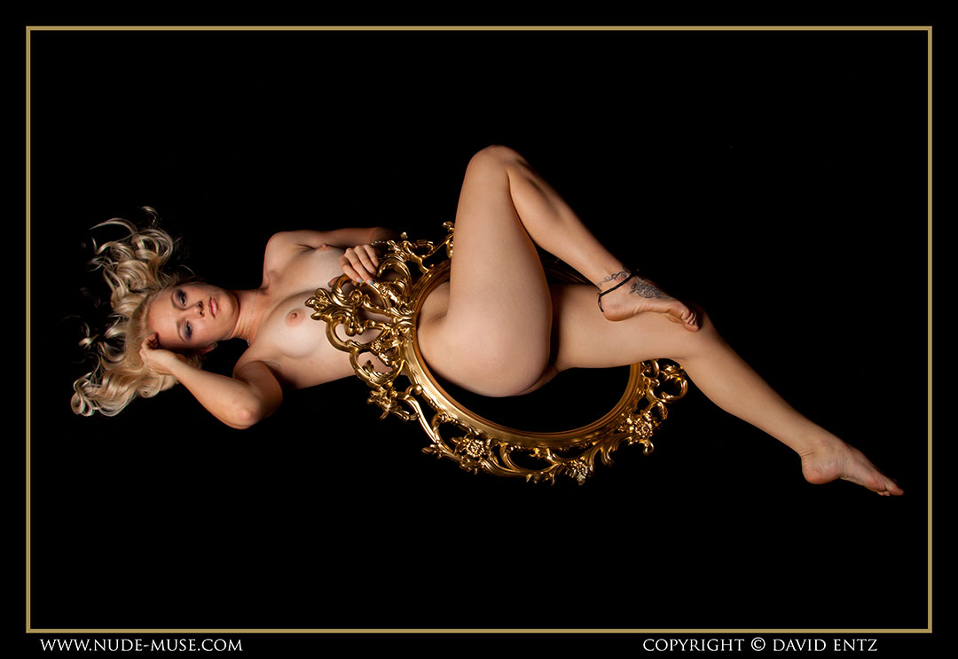 nude-muse_harper_golden103
