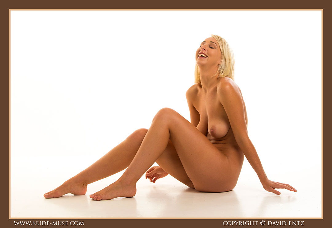 nude-muse_lia_nudity085