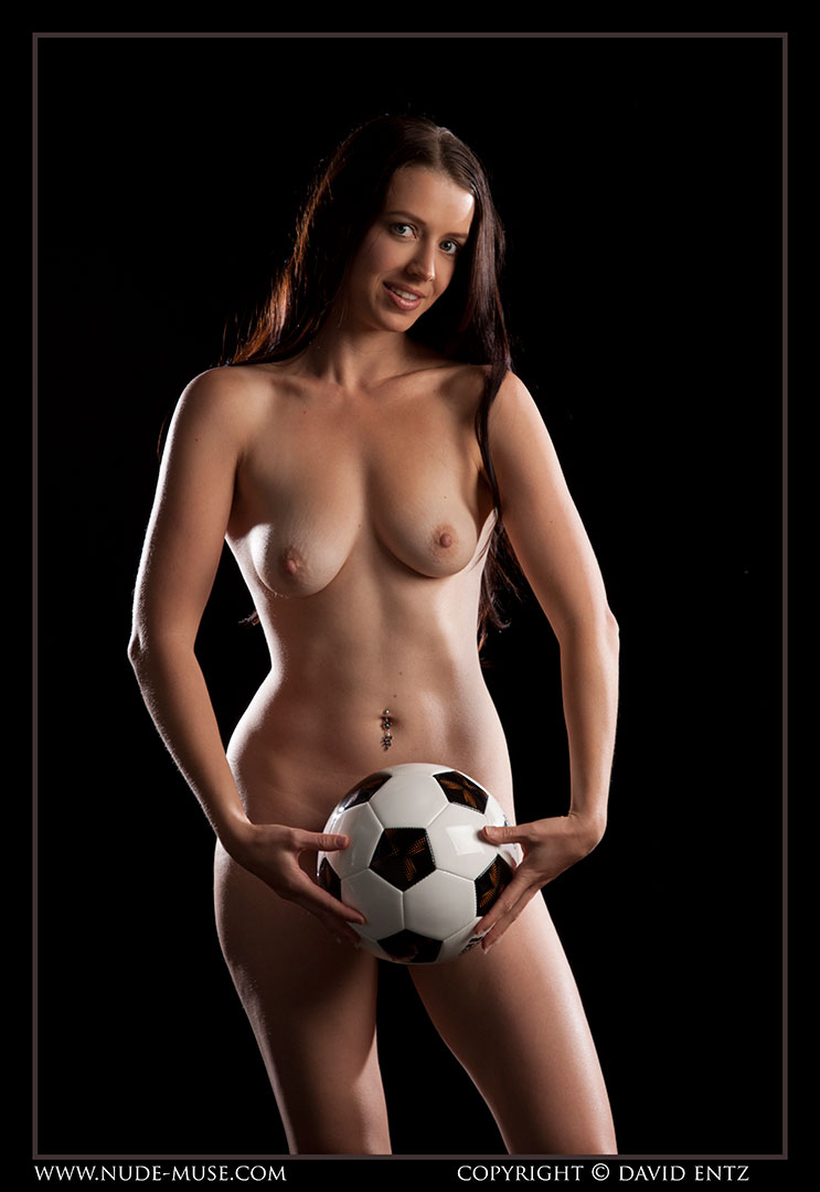 nude-muse_maddy_soccer017