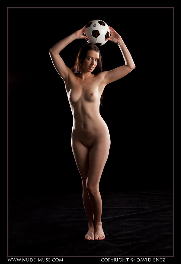 nude-muse_maddy_soccer021