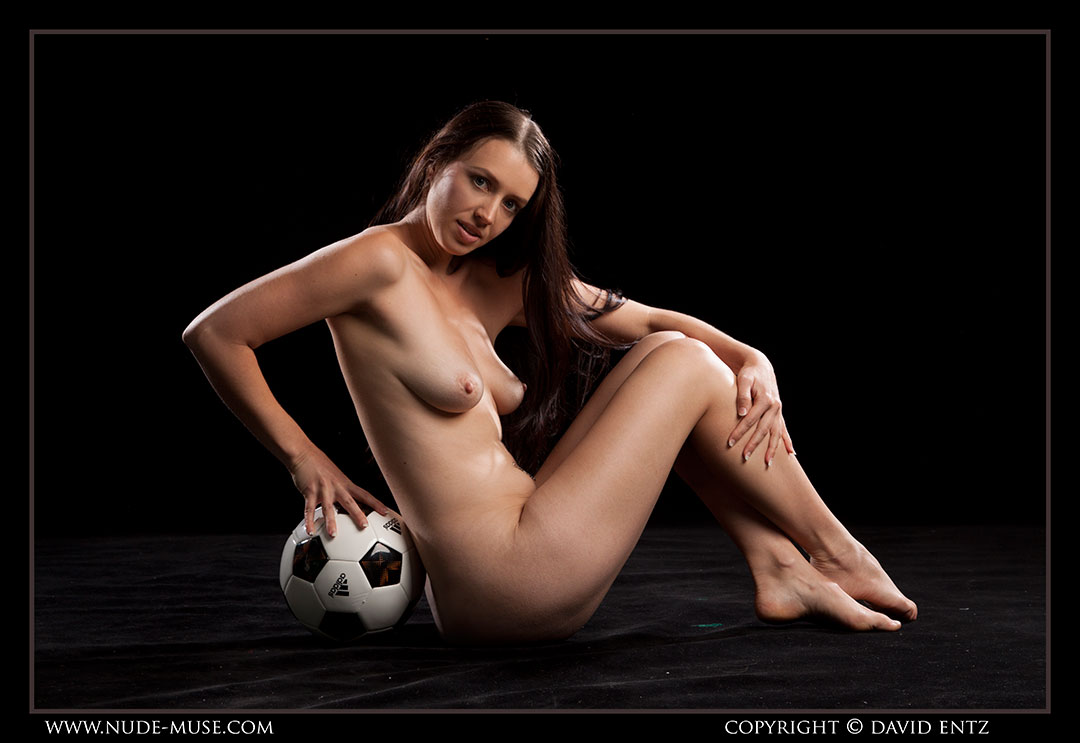 nude-muse_maddy_soccer045