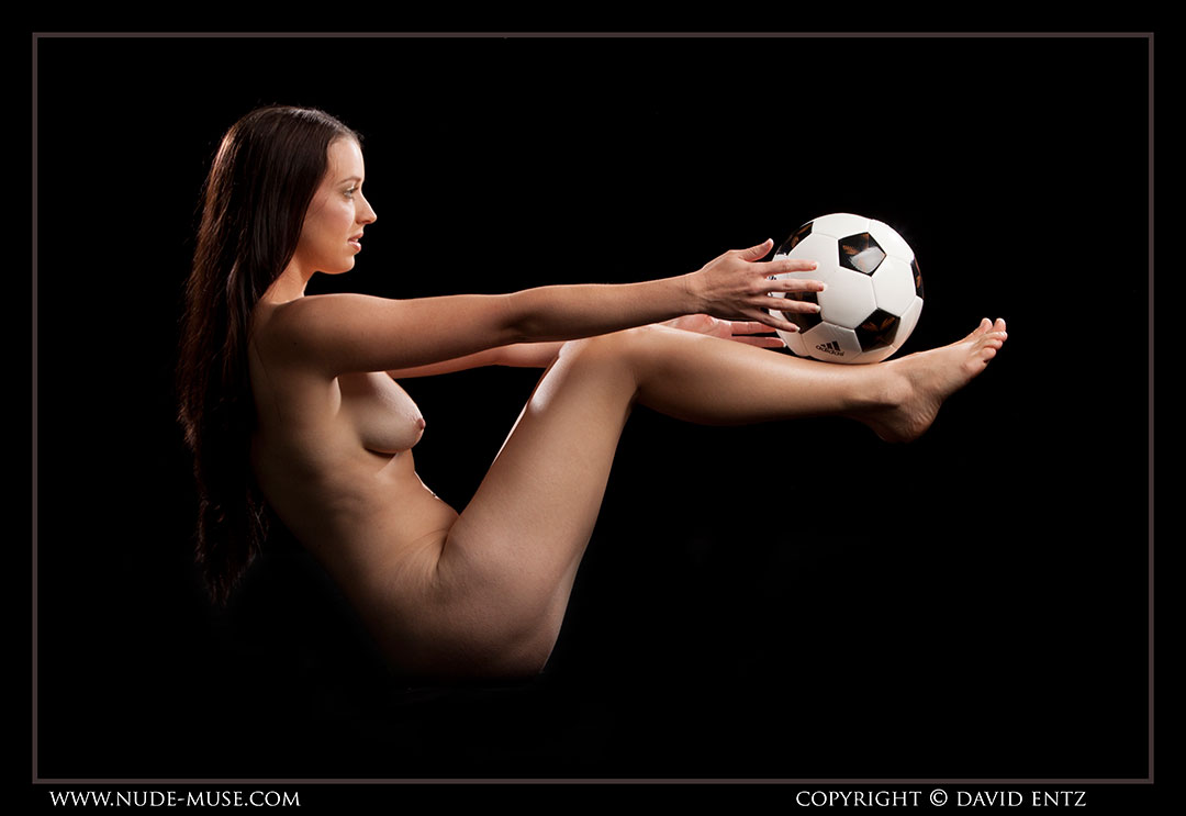 nude-muse_maddy_soccer055