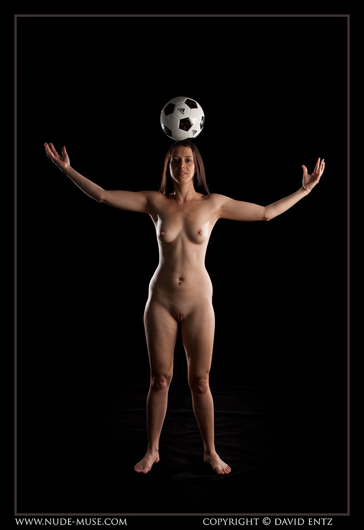 nude-muse_maddy_soccer092