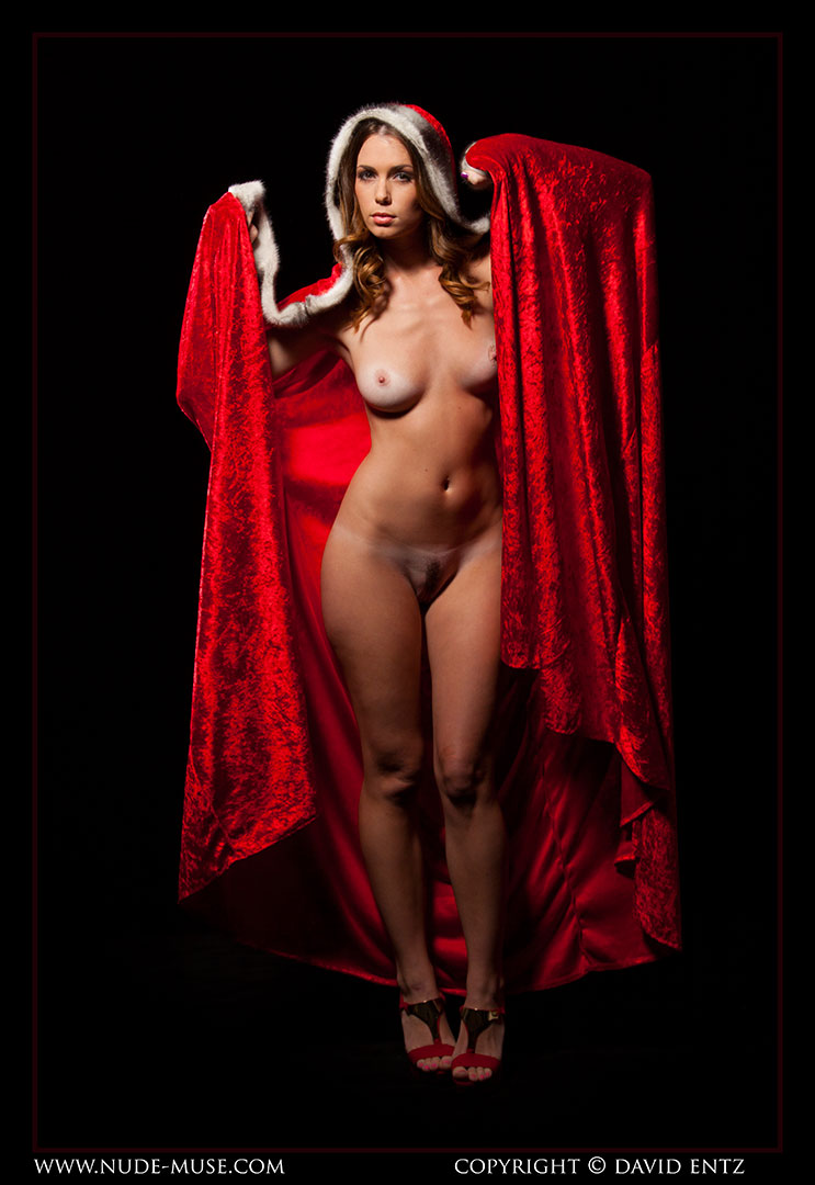nude-muse_sindy_red_cloak019