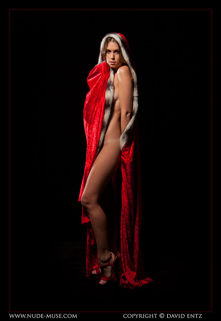 nude-muse_sindy_red_cloak022