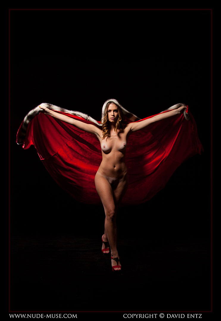nude-muse_sindy_red_cloak031