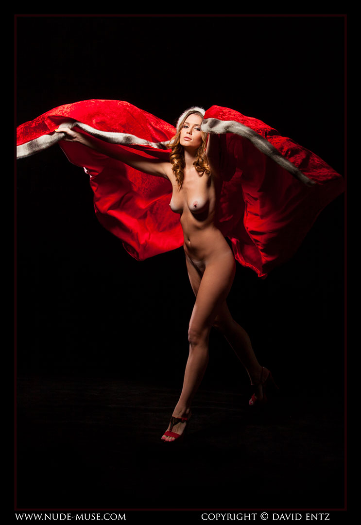 nude-muse_sindy_red_cloak035