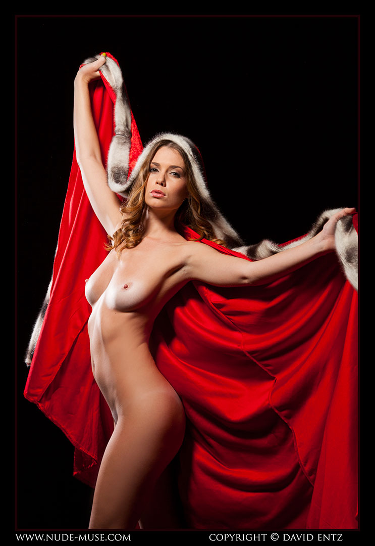 nude-muse_sindy_red_cloak038