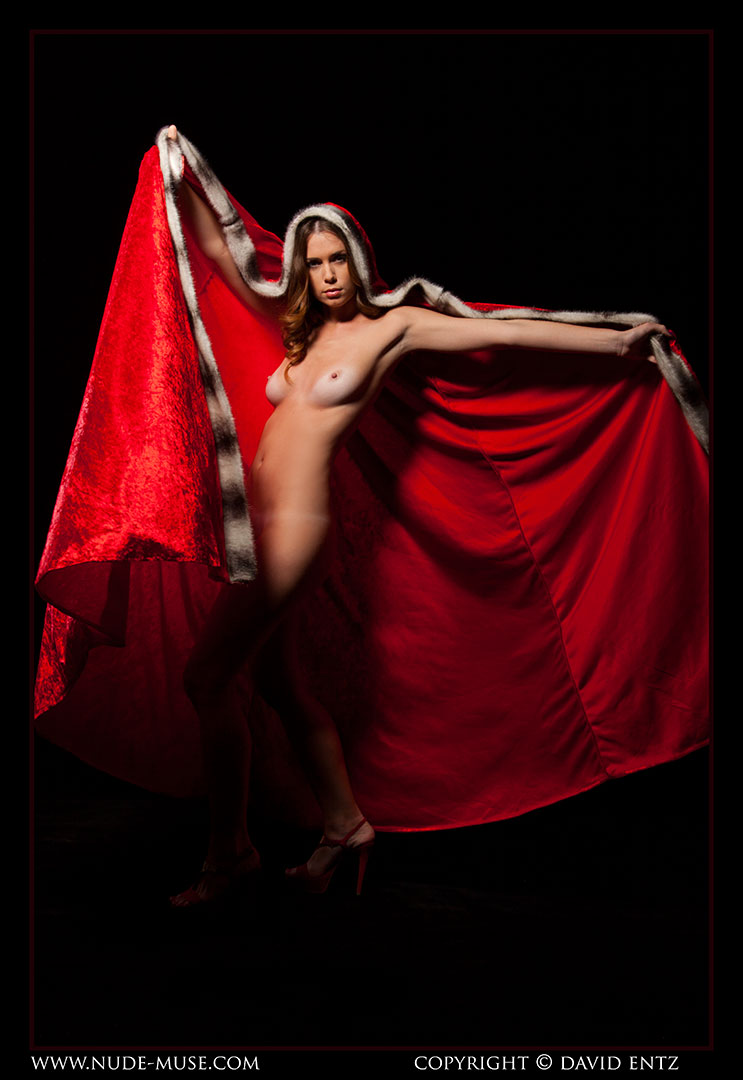 nude-muse_sindy_red_cloak041