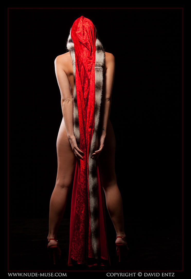 nude-muse_sindy_red_cloak045
