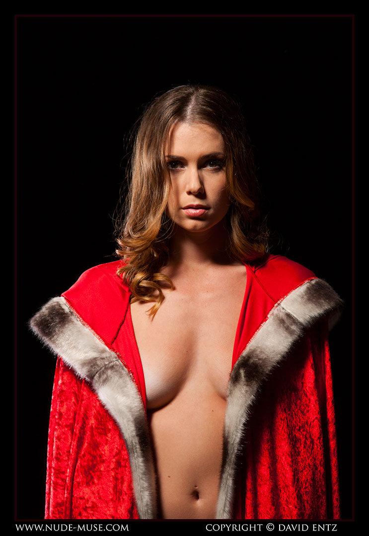 nude-muse_sindy_red_cloak058