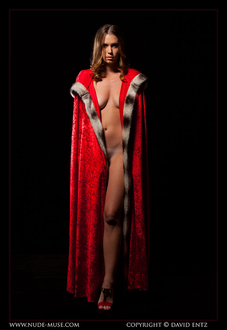nude-muse_sindy_red_cloak060