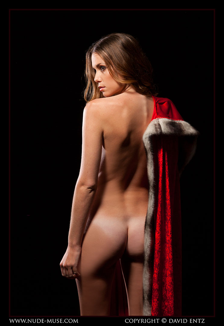 nude-muse_sindy_red_cloak075