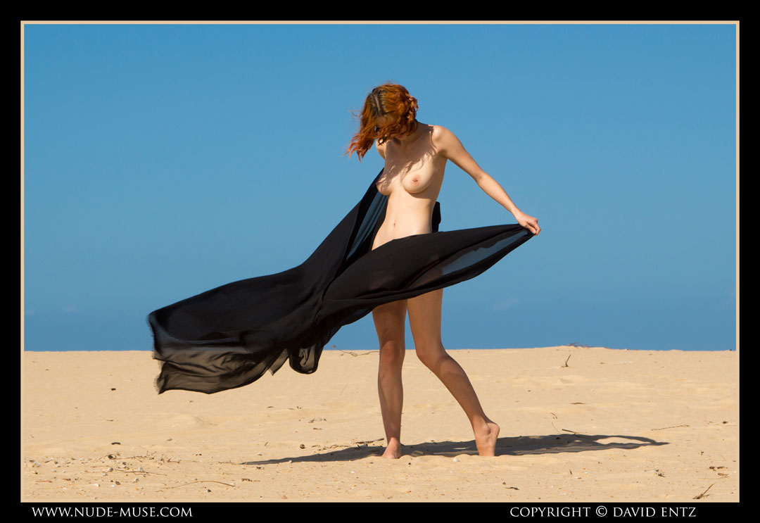 nude-muse_moofy_sand_muse005