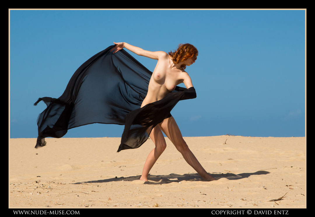 nude-muse_moofy_sand_muse014