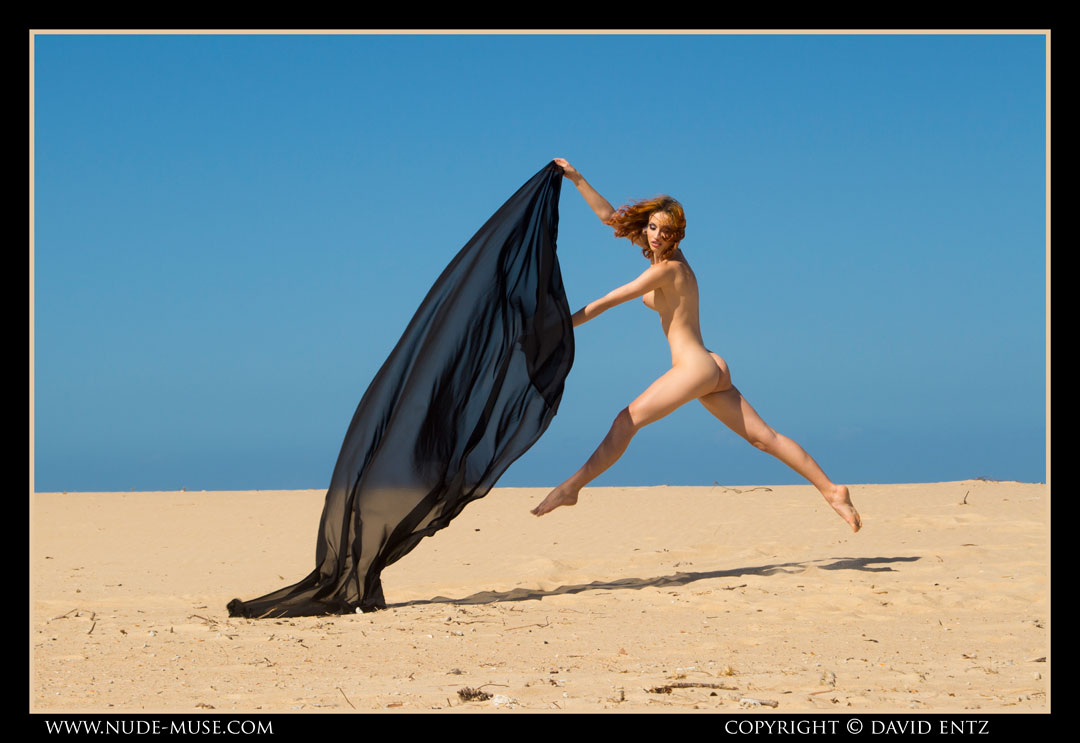 nude-muse_moofy_sand_muse061
